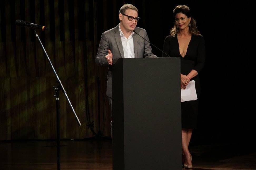 Axel Kuschevatzky y su discurso presidencial, secundado por la conductora Karina Mazzocco