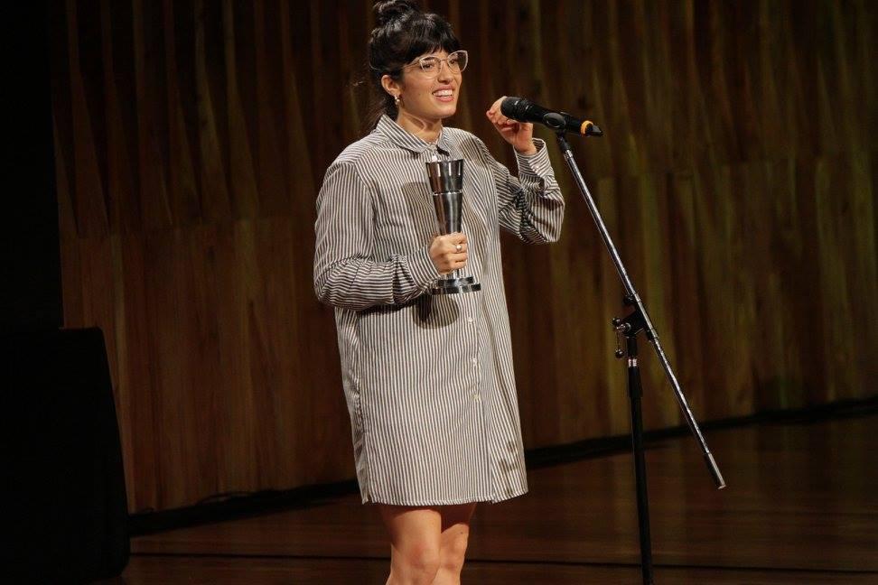 """Verónica Gerez recibe el premio a Revelación Femenina por su labor en """"Cómo funcionan casi todas las cosas"""""""