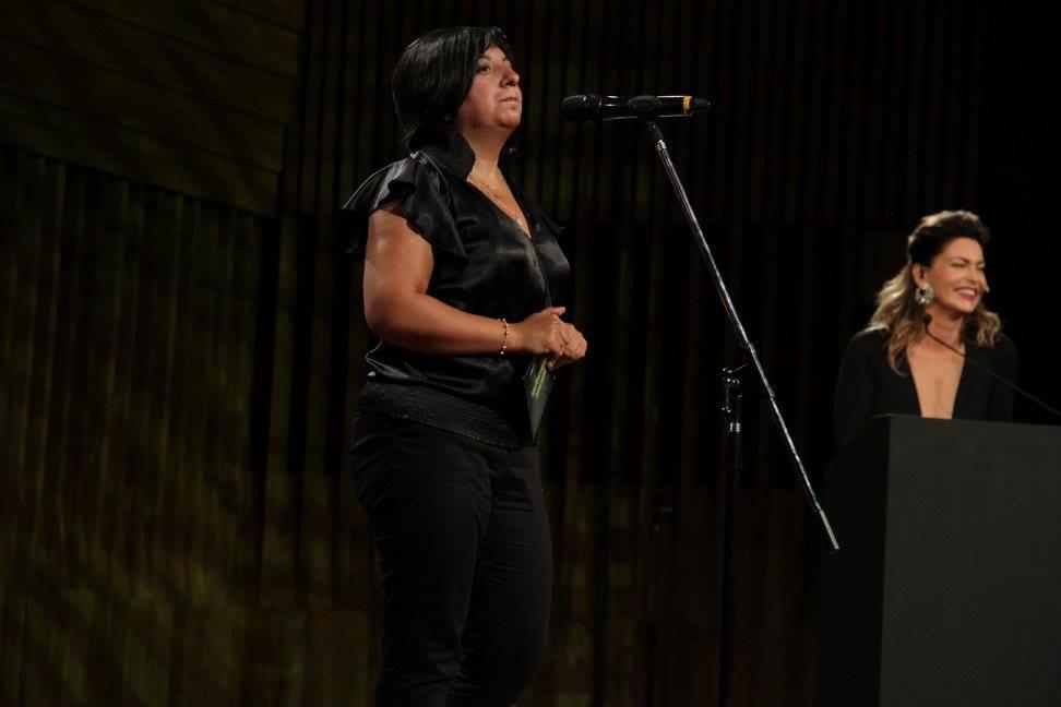 Laura Faienza presentando el premio a Mejor Guión Original