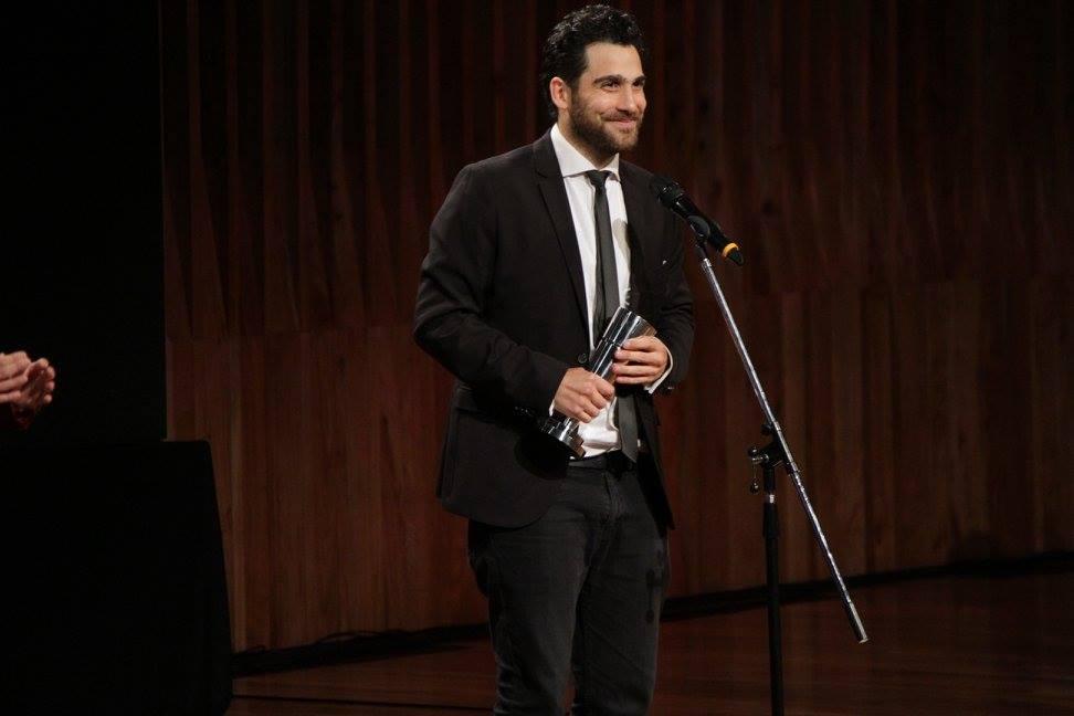 """Fernando Salem recibe el premio a Mejor Opera Prima por su película """"Cómo funcionan casi todas las cosas"""""""