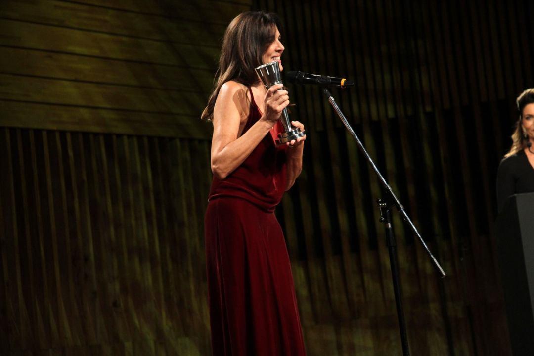 Andrea Frigerio recibe el premio de Dady Brieva como Mejor Actor de Reparto