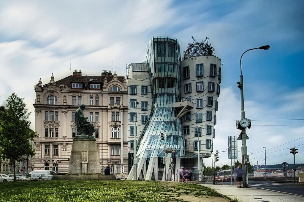 Casa Danzante en Praga Frank Gehry estilos arquitectónicos