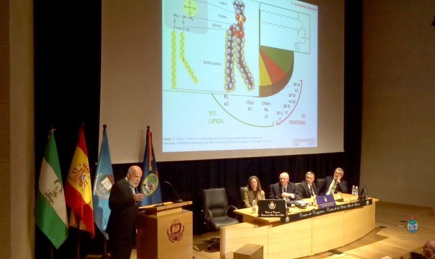La mecánica de la respiración desde el punto de vista físico centró la conferencia de D. Luis Mederos Martín