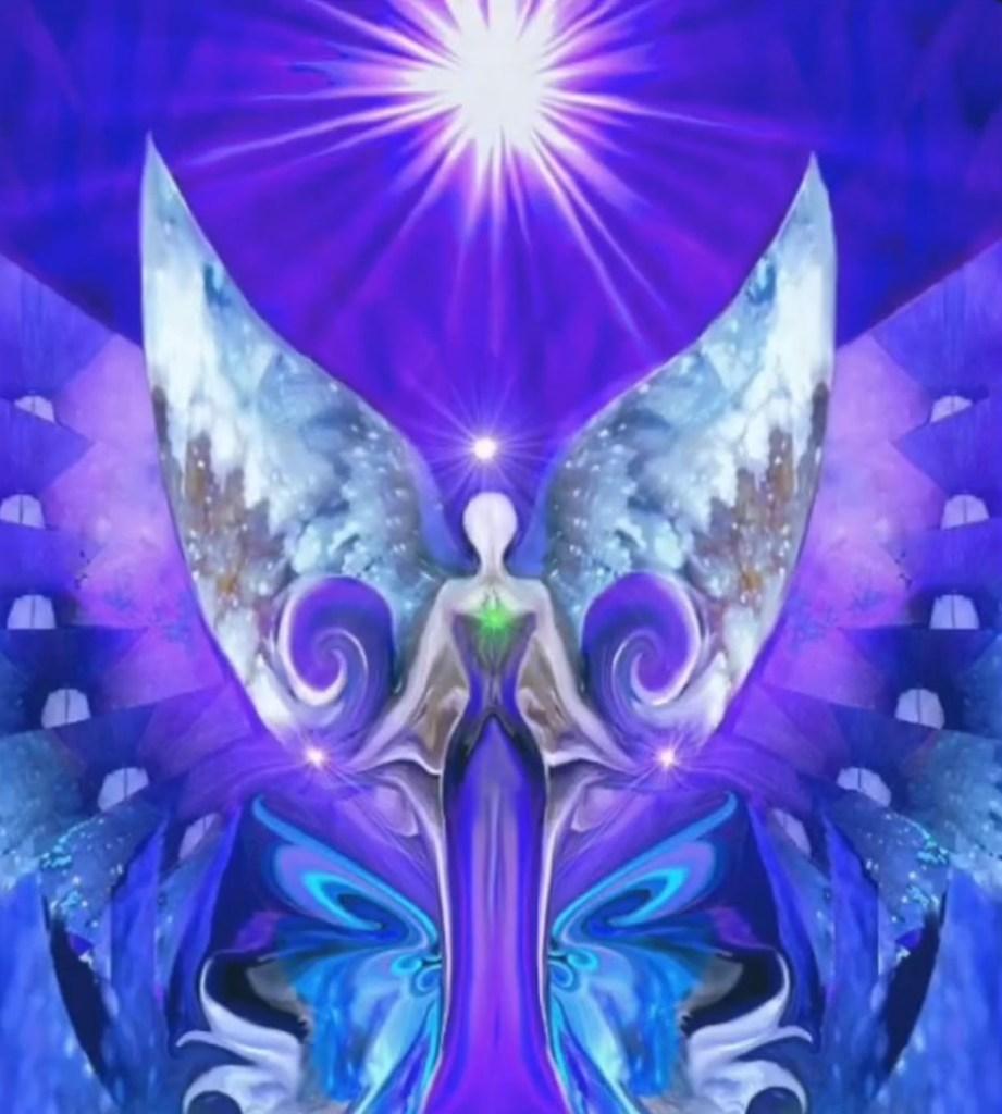 représentation d'ange avec lumière au dessus