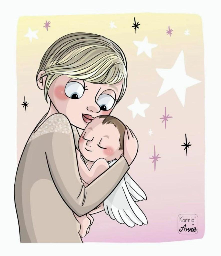 femme tenant un ange bébé dans ses bras
