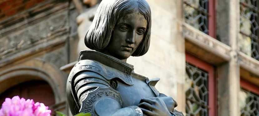 Proche et lointaine, Jeanne d'Arc