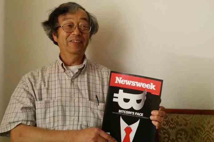 Dorian Nakamoto con la revista Newsweek