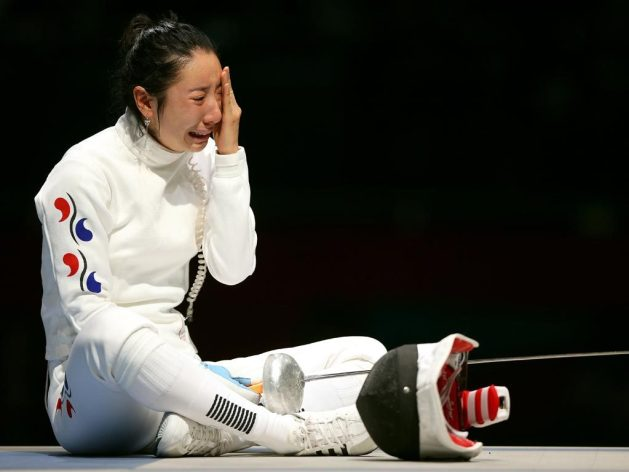Shin Lam - epee fencer cry as she lost semifinal bout in London 2012 Olympics