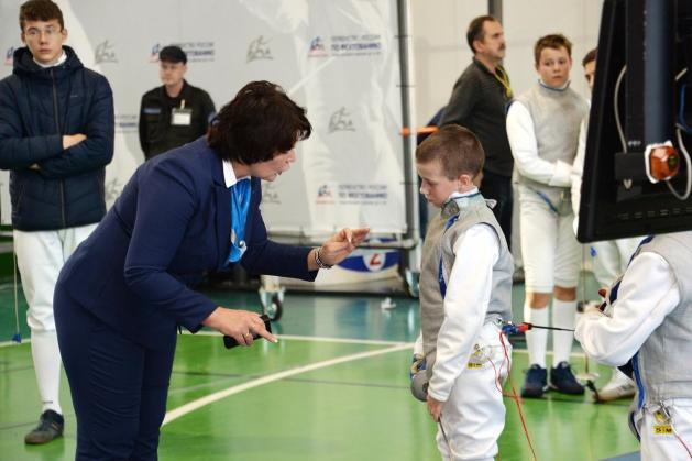 Natalia Zhuravleva explains to a young fencer why throwing a mask is a black card offence