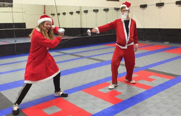 8 Tips for Keeping Fencing Families Together During the Holidays