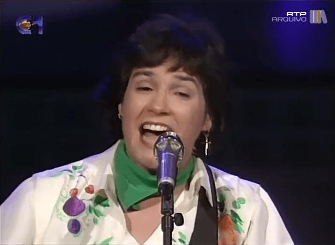 Morreu cantora Dina
