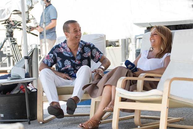 Tânia Ribas de Oliveira e Zé Pedro Vasconcelos têm ataque de riso em direto