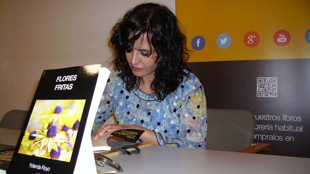 Yolanda Royo en la presentación de su novela Flores Fritas