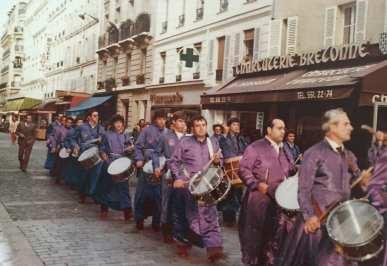 Tambores de Calanda por las calles de París