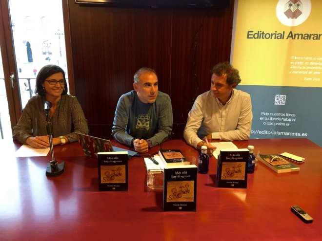 Mesa compuesta por Vicente Álvarez (centro), Cristina Magrazó (izquierda), y Ángel Valdecillo (derecha)
