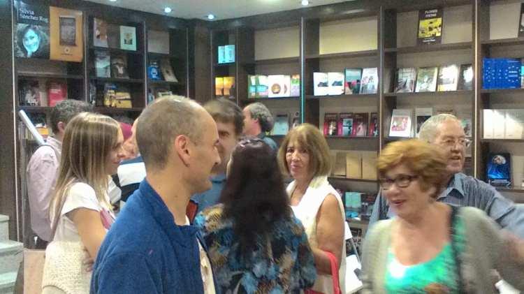 """Público en Espacio Amarante, instantes antes de comenzar la presentación de """"Un año de locura"""""""