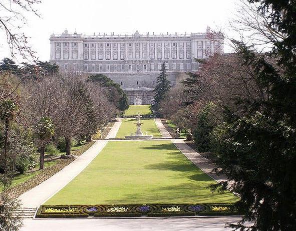 Palacio Real de Madrid. Fachada sobre el Campo del Moro.