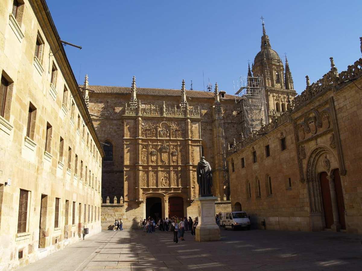 8 leyendas fascinantes de la rana de la fachada de la Universidad de Salamanca