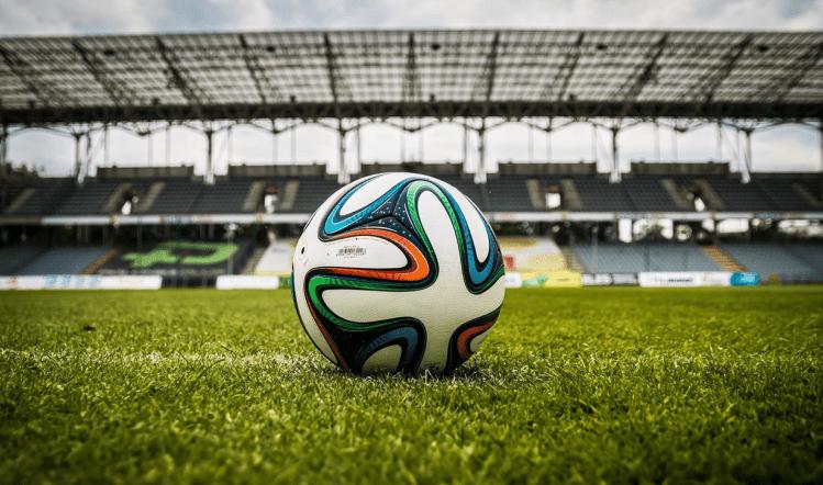 De fútbol y tumbas