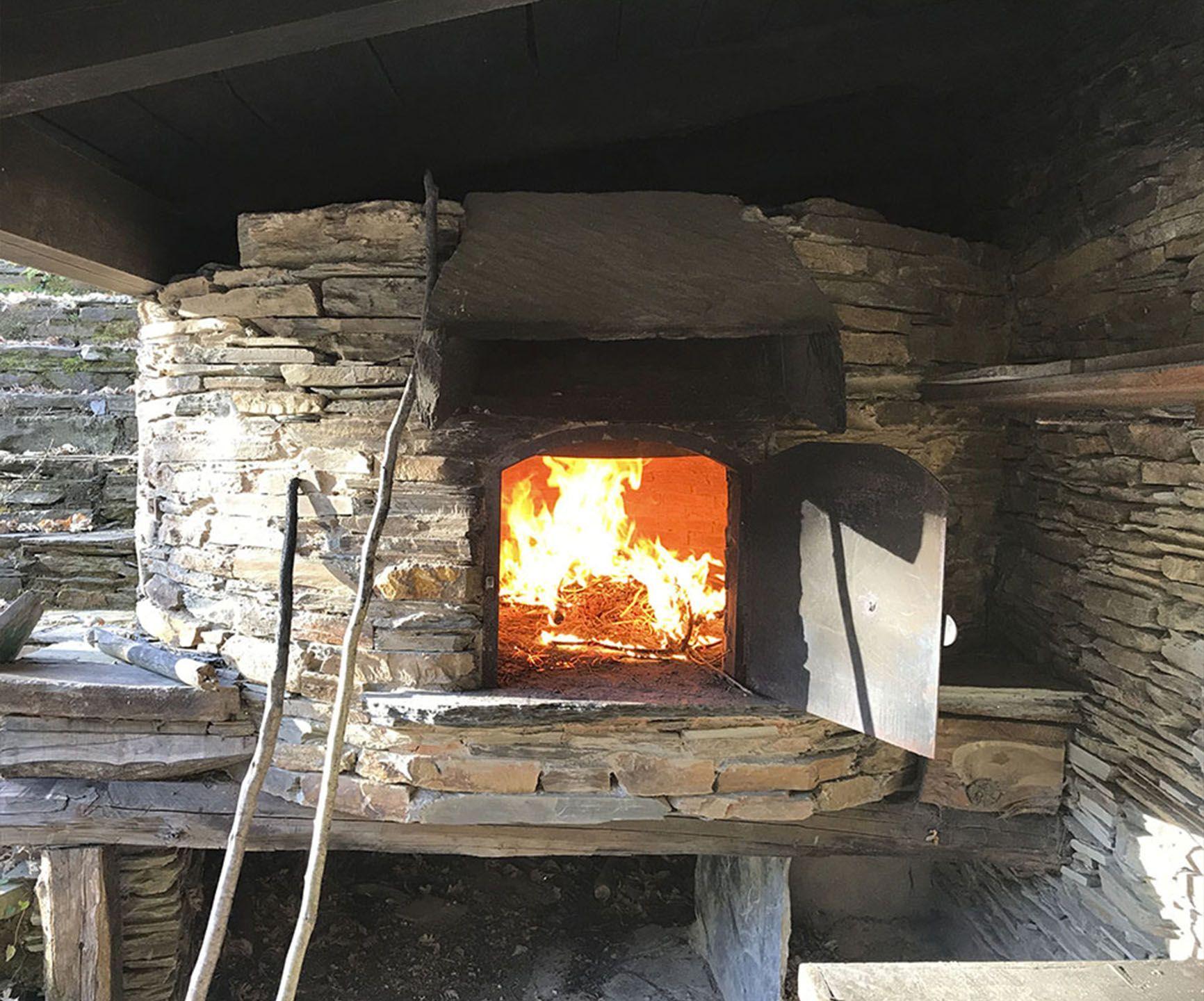 Horno de piedra en el Acampamento Caurel