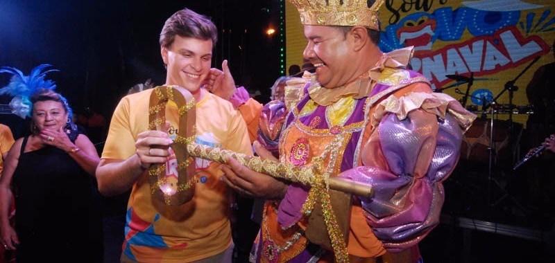 Rei Momo recebe chave da cidade e abre oficialmente carnaval de Petrolina