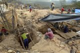 Nova mina de ametista atrai milhares à dura corrida da riqueza em Sento Sé, Bahia. Veja as imagens