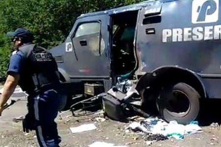 [Vídeo] Tiroteio, reféns e mortos em explosão de carro-forte no Sertão
