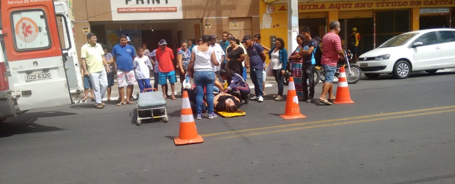 Acidente na Adolfo Viana, em Juazeiro, entre moto e carro