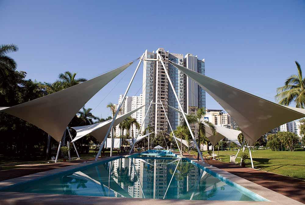 Centro Convenciones Acapulco de día