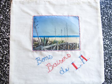 DIY // Comment realiser un tote bag souvenir de vacances // How to make a postcard tote bag // A Cardboard Dream blog
