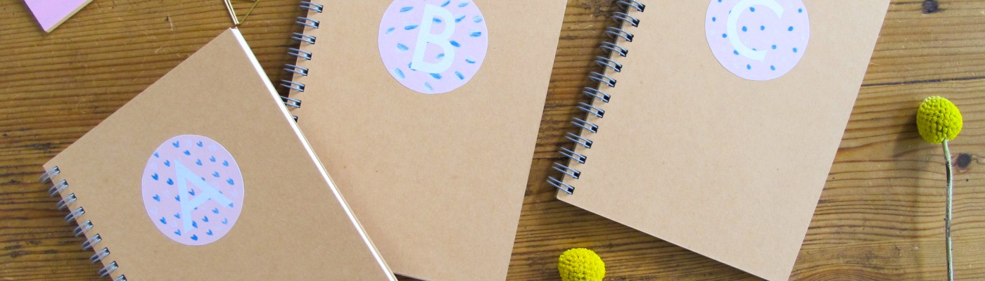 DIY / Printable / Comment réaliser des carnets personnalisés monogrammes // How to make monograms notebooks / A Cardboard Dream Blog