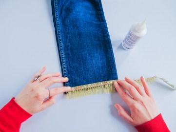 DIY // Customiser un jean pour les fêtes // How to make a festive pair of jeans // A Cardboard Dream blog