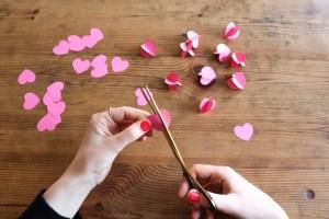DIY // La suspension de l'amour // Valentines paper chandelier // A Cardboard Dream blog