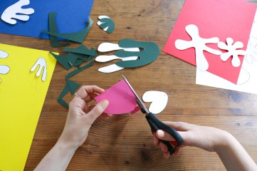 DIY // Réaliser un mobile en papiers découpés façon Matisse // How to make a paper mobile inspired by Matisse // A Cardboard Dream blog