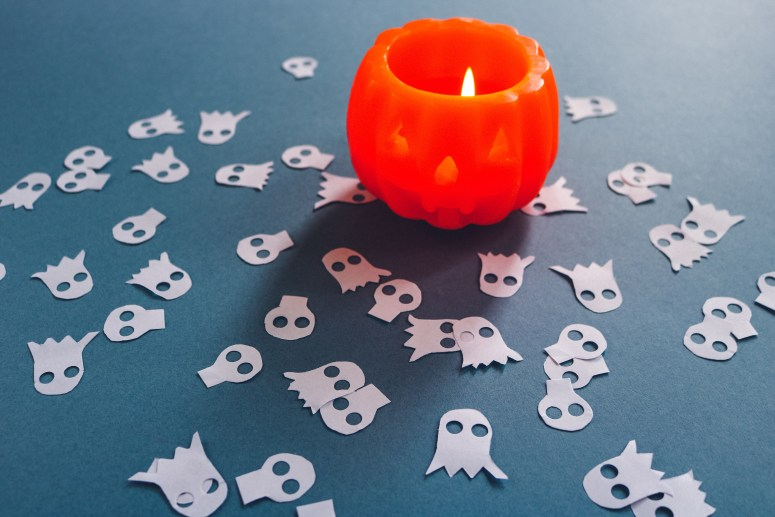 DIY // Réaliser des confettis d'Halloween // How to make Halloween confetti // A Cardboard Dream blog