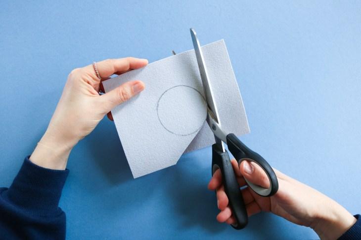DIY // Comment réaliser un porte-câble en cuir pour votre casque audio // How to make a leather heaphone holder // A Cardboard Dream blog