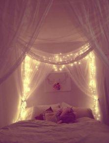 E' l'idea più romantica che c'è, un pò di velo, qualche luce e il gioco è fatto
