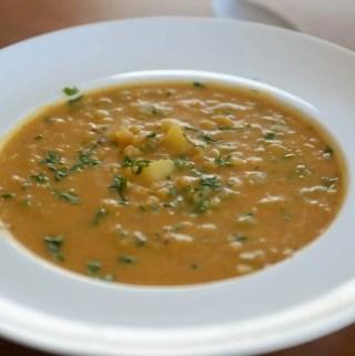 Receita de sopa de lentilha cremosa - vegana, saudável, leve e gluten free!