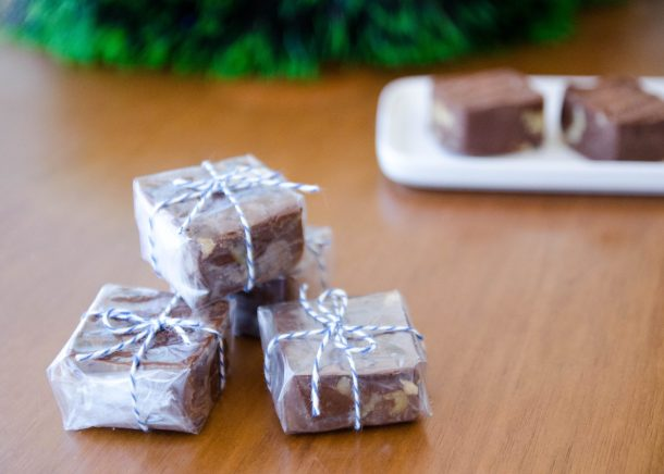 Fudge de chocolate com nozes, receita fácil de microondas