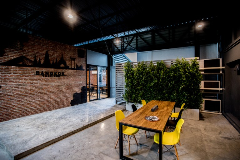 Outdoor coworking area in UnionSPACE Thailand