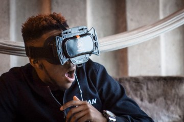 virtual reality headset uses
