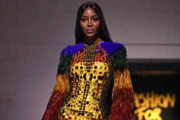 walking-naomi-campbell-fashion-for-relief-gala-15-09-2019