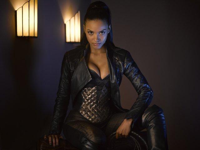 Mientras Gatubela sea menor de edad, la que maneje el Latigo en Gotham será Tigress