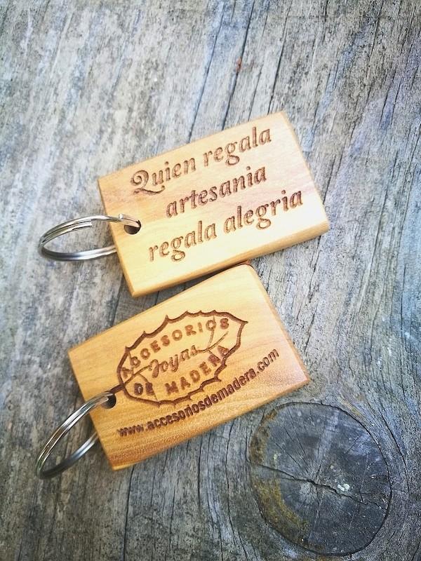 Artesanía Bejarano accesoriosdemadera_joyas-llaveros-artesanos-1 Llaveros artesanales de madera perfectos para regalar Noticias