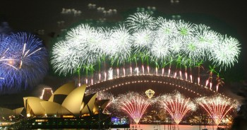 Sydney fireworks, New Year 2006 with the Opera House and Harbour