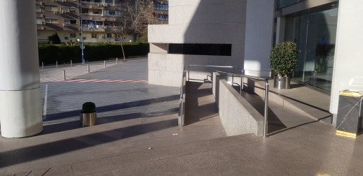 hotel entrance ramp wheelchair access