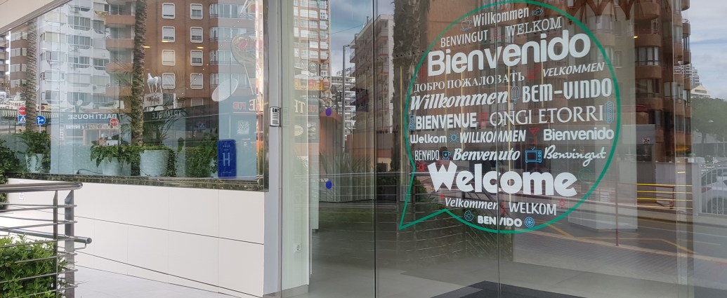 Welcome sign hotel