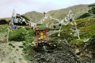 Water prayer wheel