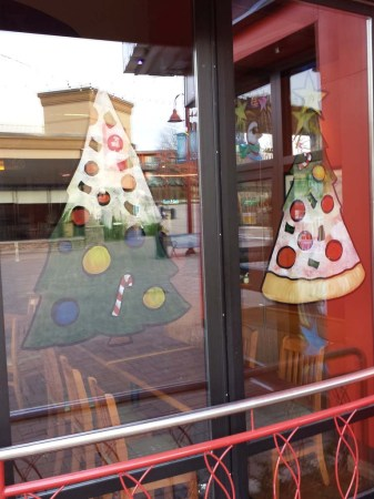 bp_christmas_window_painting_02