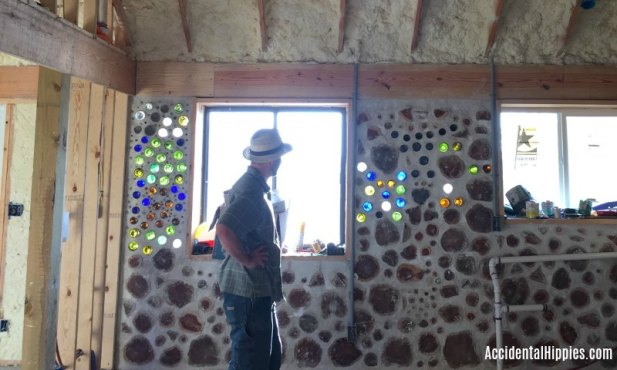 Cordwood masonry performs differently to standard construction in many ways. Is it hot? Cold? Drafty? Will termites eat cordwood walls? Find out the answers in this post.